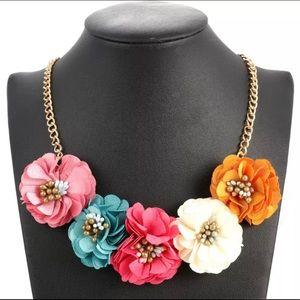 Jewelry - 🌸 BRAND NEW Spring Flower Statement Necklace 🌸